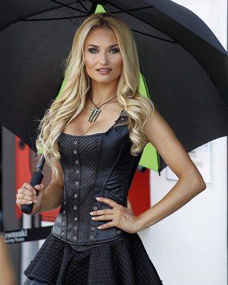 ombrelline paddockgirls umbrellagirls marta